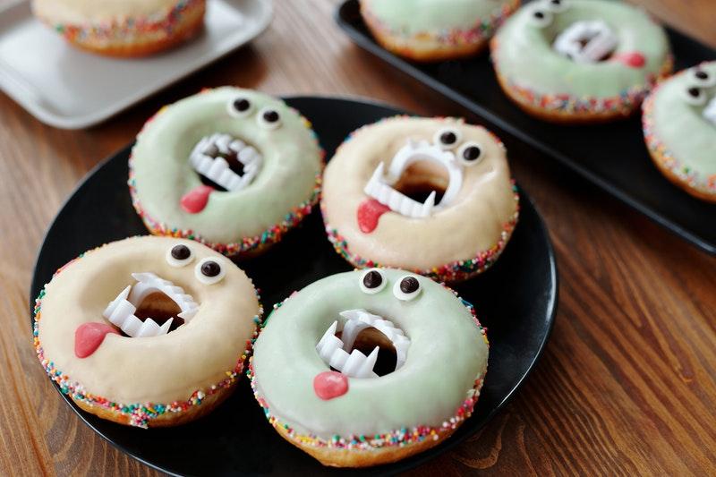 Image of vampire cupcakes symbolic of conversational narcissism