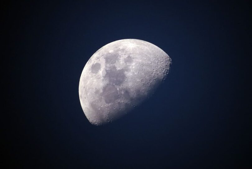 Image of a moon that is about to become whole