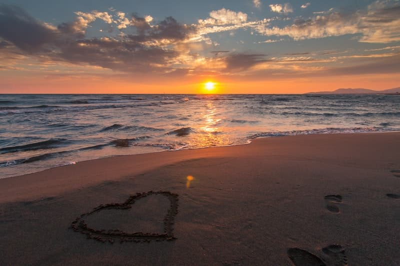 Image of a heart drawn on the sand of a beautiful beach