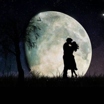 Image of a romantic couple under the moon in a twin flame relationship