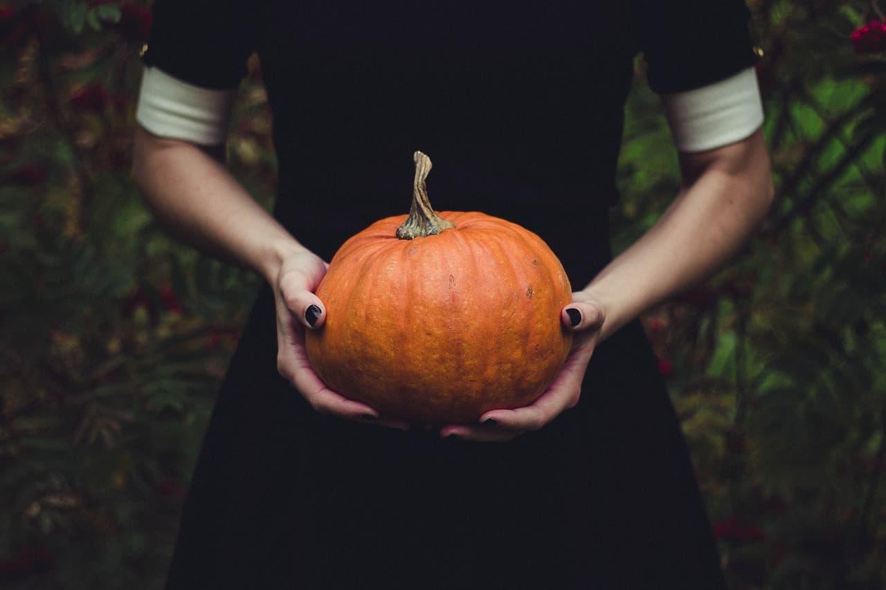 6 Samhain Rituals and Dark Spirit Guides (for Halloween