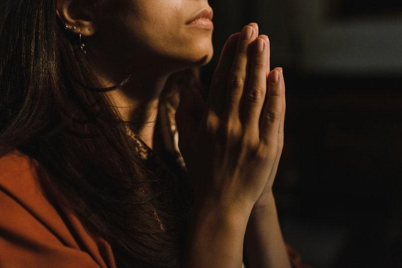 Image of a woman praying