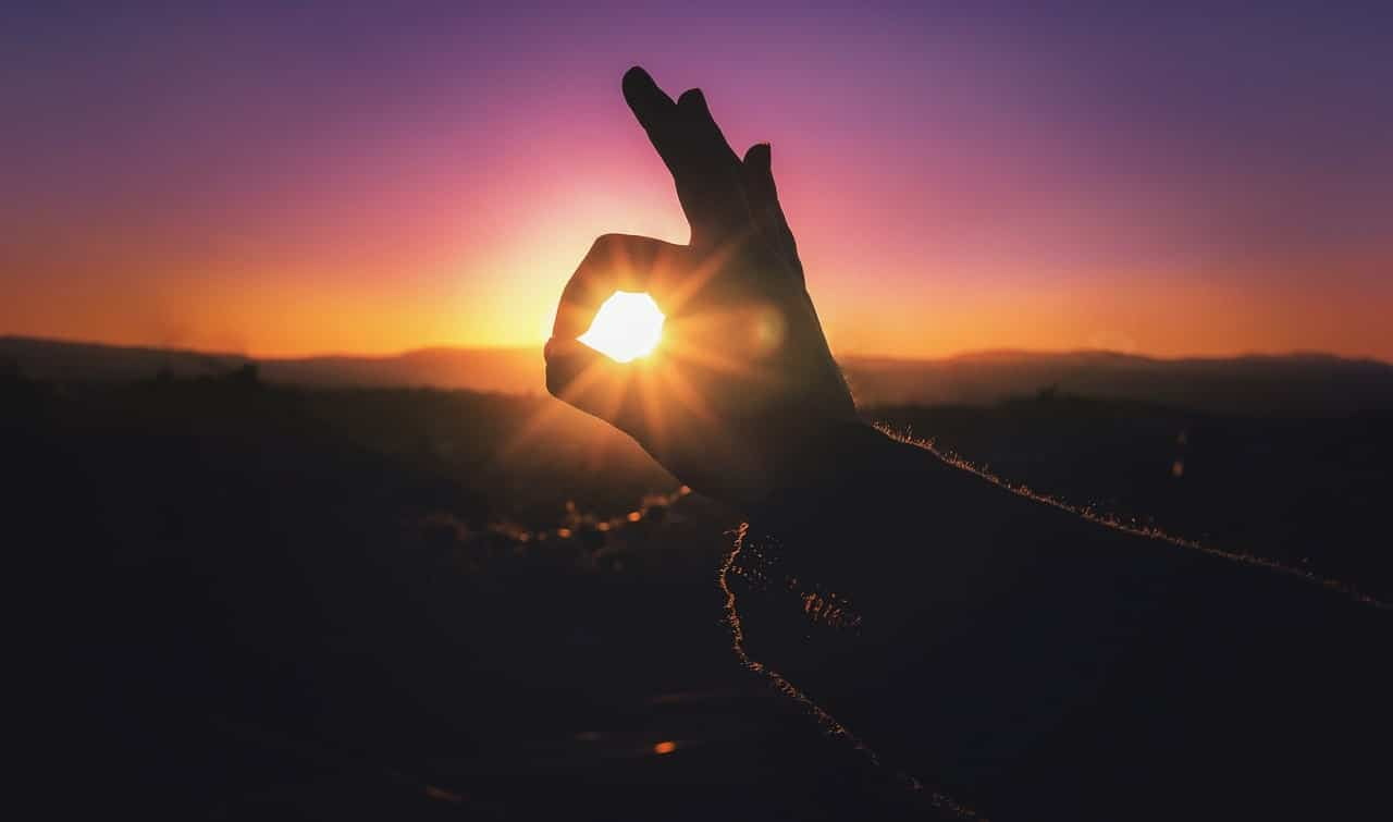 Image of a hand and the sun symbolizing the soul