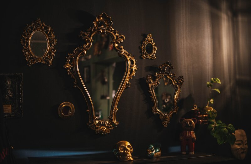 Image of a variety of old fashion mirrors
