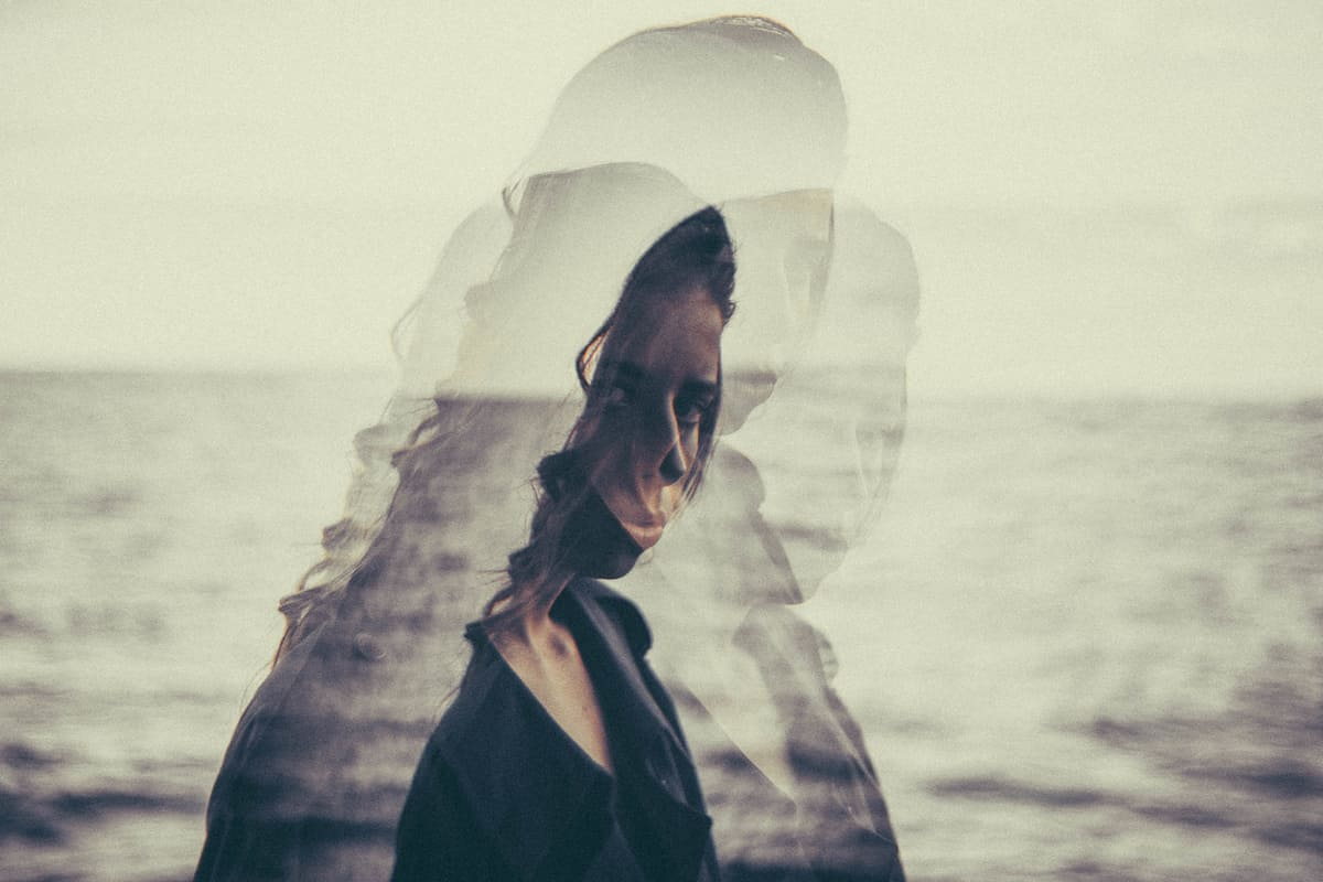 Image of a woman in front of the ocean wanting to find herself