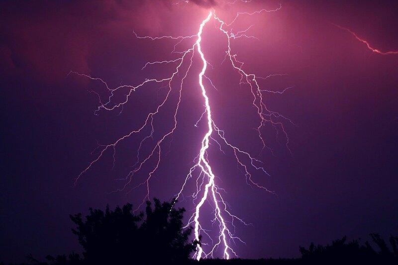 Image of lightning bolt that represents the kundalini awakening