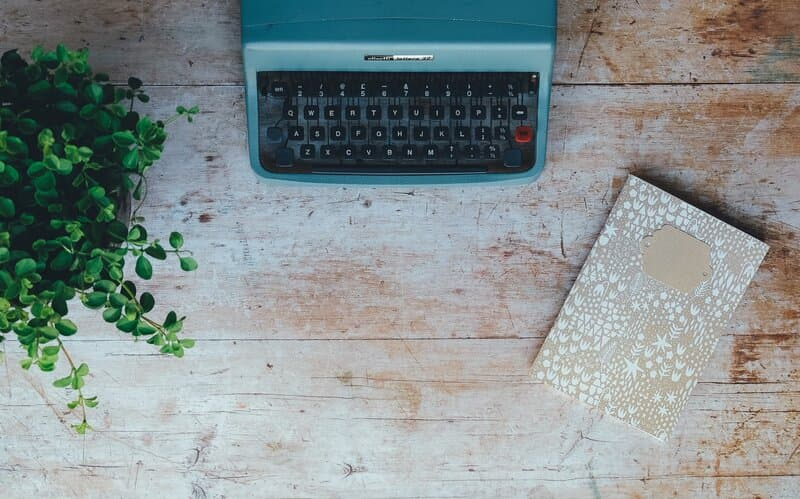 Image of a typewriter and notebook symbolic of how to journal